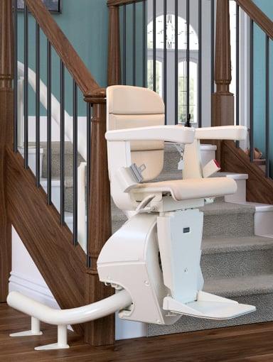 kurviger Treppenlift Freecurve mit Einschienensystem
